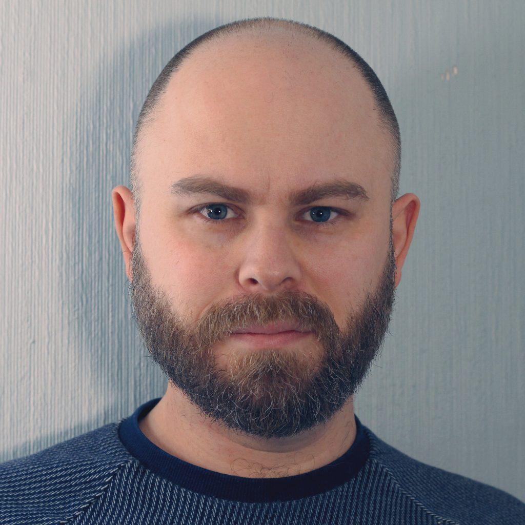 SPILL TIL FOLKET: Journalist, regissør og forfatter av boken «Alle Kan Spille» Martin Beregsen, brenner for å gjøre dataspill forståelig for alle. Foto: Privat