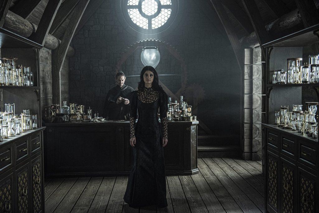 Anya Chalotra som den mektige Yennefer. Foto: Netflix
