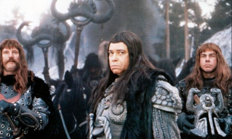 Den hensynsløse Thulsa Doom og hans trofaste soldater. | Foto: Universal Pictures. 20th Century Fox