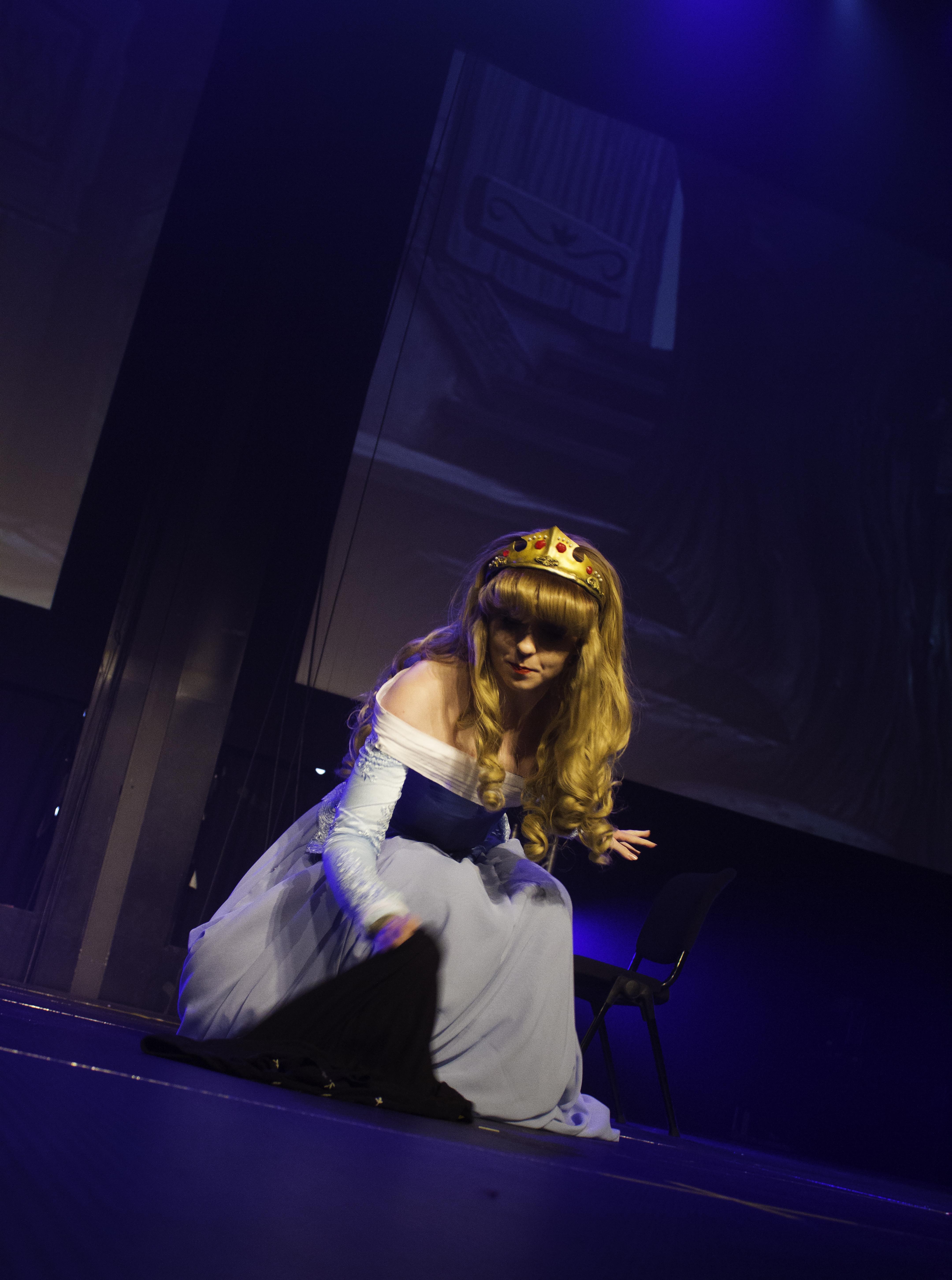 Fata Morgana Cosplay på scenen.